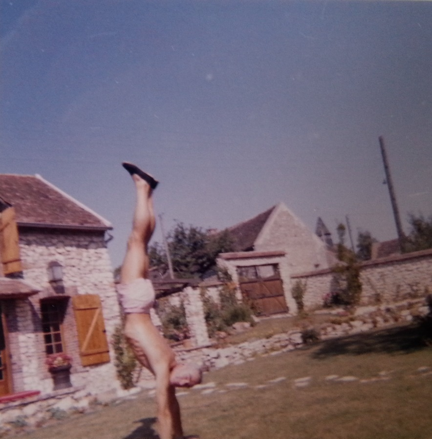 Douglas MacDiarmid demonstrating his athleticism at a country house in Chalautre. www.douglasmacdiarmid.com